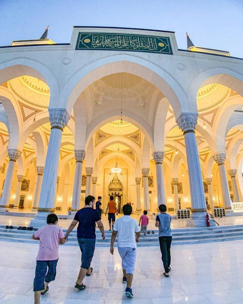 Sharjah Mosque - The Largest Mosque in Emirate